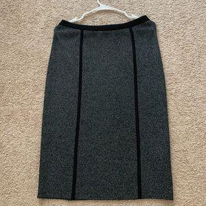 Banan Republic Black And Gray Midi Skirt Size:M.